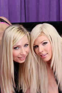 Blondes lick ass